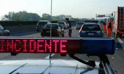 Auto si ribalta sulla A4, code in autostrada a Sommacampagna