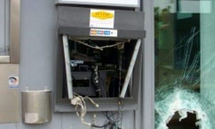 Esplode lo sportello bancomat, furto da 4000 euro