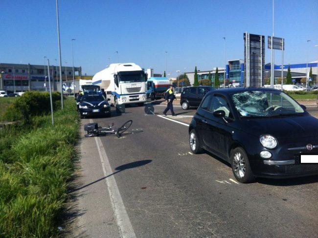 Auto investe un ciclista, paura a Villafranca - Verona Settegiorni
