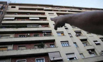 Precipita dal balcone, intervento dell'elisoccorso