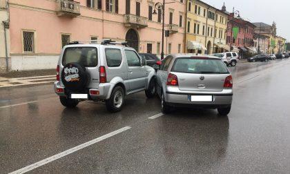 Villafranca, botto tra due auto al mercato