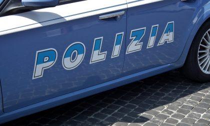 Aggredisce vigilantes e poliziotti, bloccata una donna