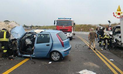 Auto contro furgone, morto un 75enne