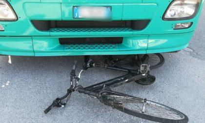 FOTO Strada Padana, ciclista investito e ucciso
