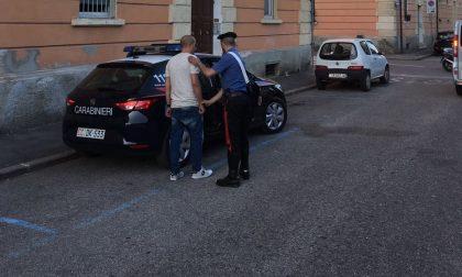 Rubano un cellulare, arrestati due marocchini