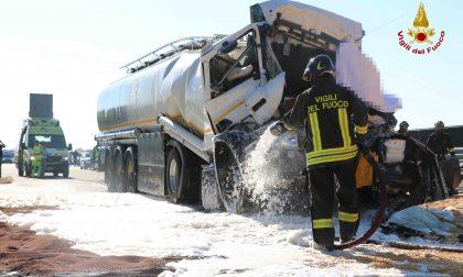 Scontro fra tir, muore un camionista