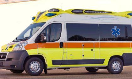 Auto contro furgone, due feriti
