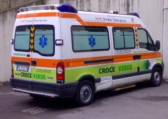 """Ciclista """"vola"""" nel canale, trasportata in ospedale"""