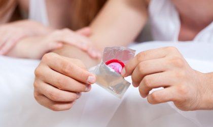 Estate, aumenta il rischio di contagio di malattie sessuali