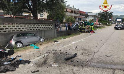 Frontale tra auto, 3 feriti