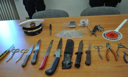 Sequestrate armi da taglio e droga, fermate 41 persone