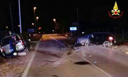 Frontale tra auto: un morto e sei feriti