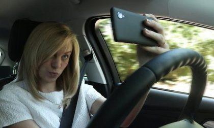 Le nuove norme del telefono in auto