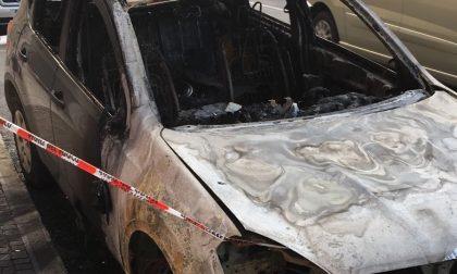 FOTO – VIDEO Povegliano, auto in fiamme nella notte
