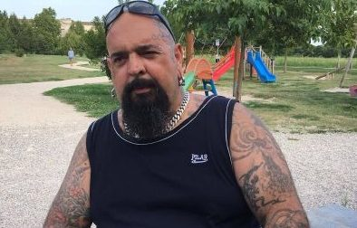 Tatuaggi e piercing ovunque: «Ma sono un buono»