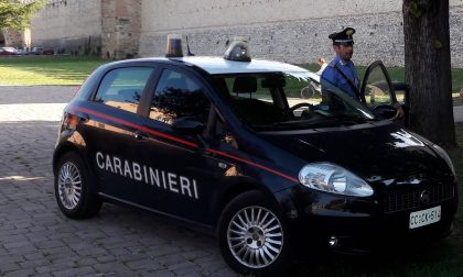 Allontanato da un bar, aggredisce Carabinieri