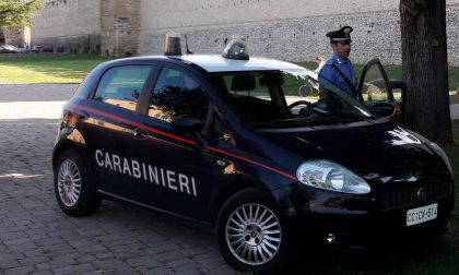 Ubriaco scatena una lite e aggredisce i Carabinieri