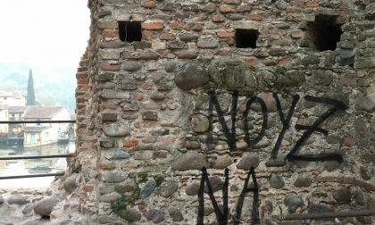 """Imbrattato Ponte Visconteo: """"caccia"""" ai colpevoli"""