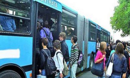 Spaccio nei bus pieni di studenti, denunciati in sette
