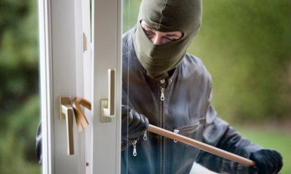Villafranca, scoprono i ladri e vengono minacciati e picchiati