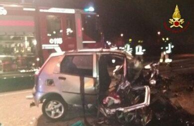 Tragedia nella notte, morte tre persone in un incidente