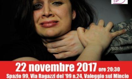 Valeggio, castello illuminato di rosso per dire basta alla violenza sulle donne