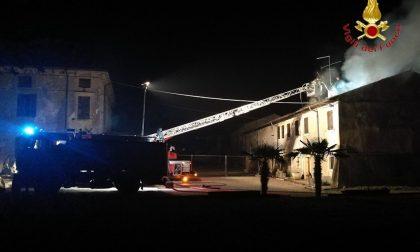 Sona, ancora un'abitazione in fiamme. FOTO E VIDEO