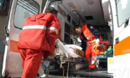 Verona: si schianta contro un palo in motorino