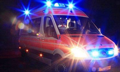 Auto contro palo della luce, morto il conducente