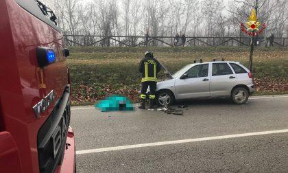FOTO Scooter contro l'auto, morto un 17enne