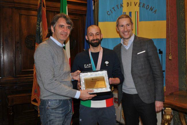 campione paralimpico premiato