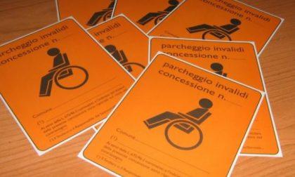 Usa il pass disabili della suocera deceduta