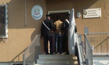 Fornisce false generalità e lo arrestano i carabinieri