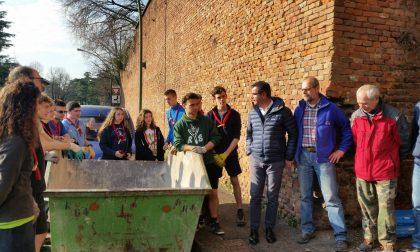 Legambiente e scout ai bastioni di San Zeno per la pulizia della galleria di Contromina