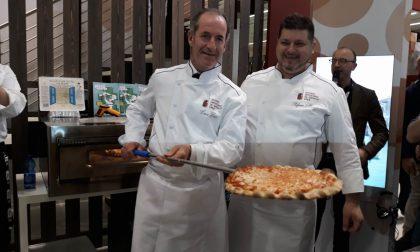 Vinitaly Zaia pizzaiolo accoglie allo stand del Veneto il neo campione Stefano Miozzo
