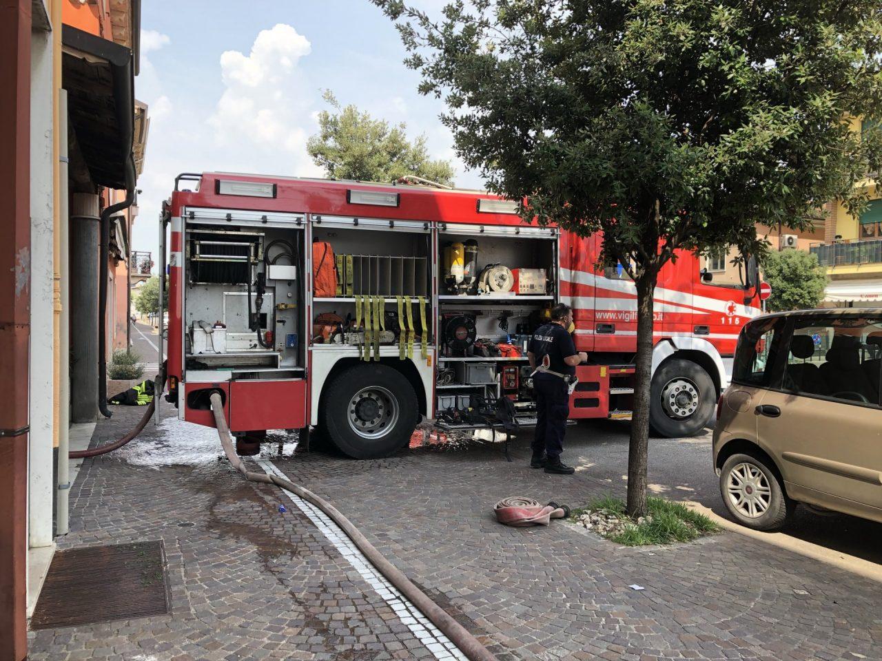 Incendio a Villafranca a fuoco un