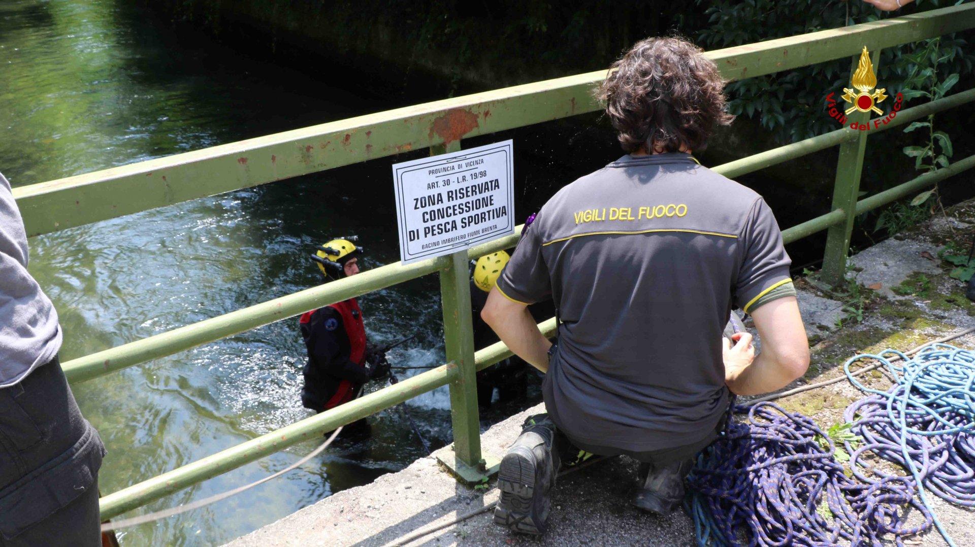 Bambino morto nel canale, i dettagli del recupero. Sommozzatori , vigili del fuoco e l