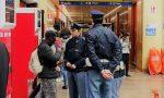 Fratello e sorella aggrediscono i poliziotti in stazione
