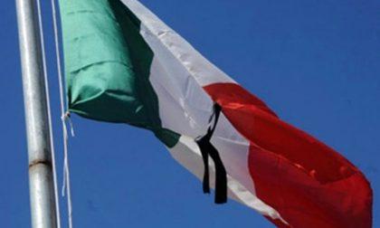 Crollo ponte Morandi bandiere a mezz'asta per le vittime di Genova