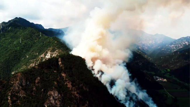Incendio sul Garda, elicotteri e Canadair a Tremosine VIDEOGALLERY