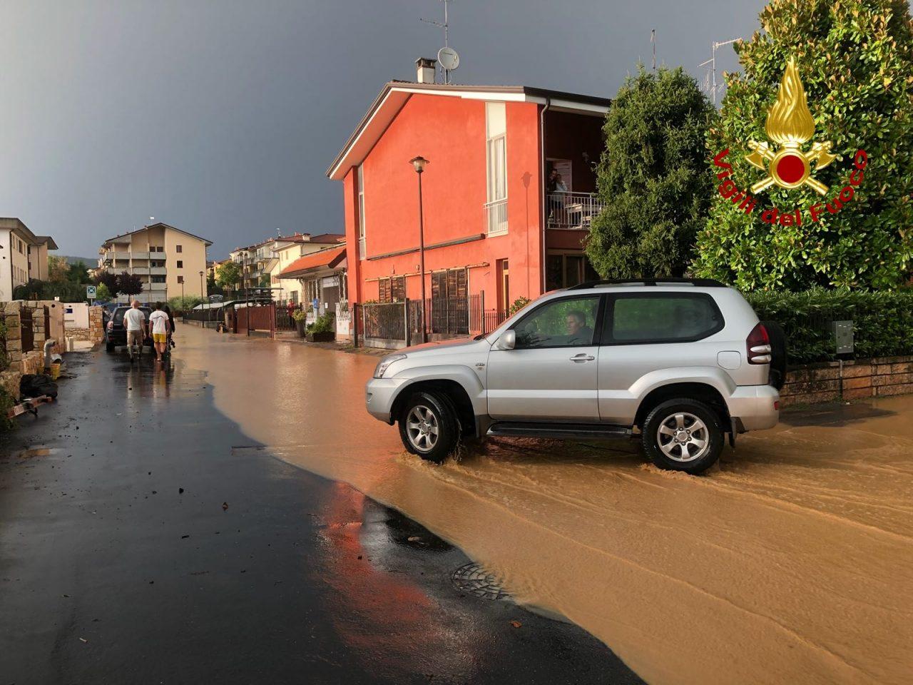 A 24 ore dalla pioggia senza sosta arriva un primo bilancio del maltempo. I vigili del fuoco e ogni tipo di soccorso è costantemente impegnato in azioni di messa in sicurezza e di aiuto nei paesi della provincia.