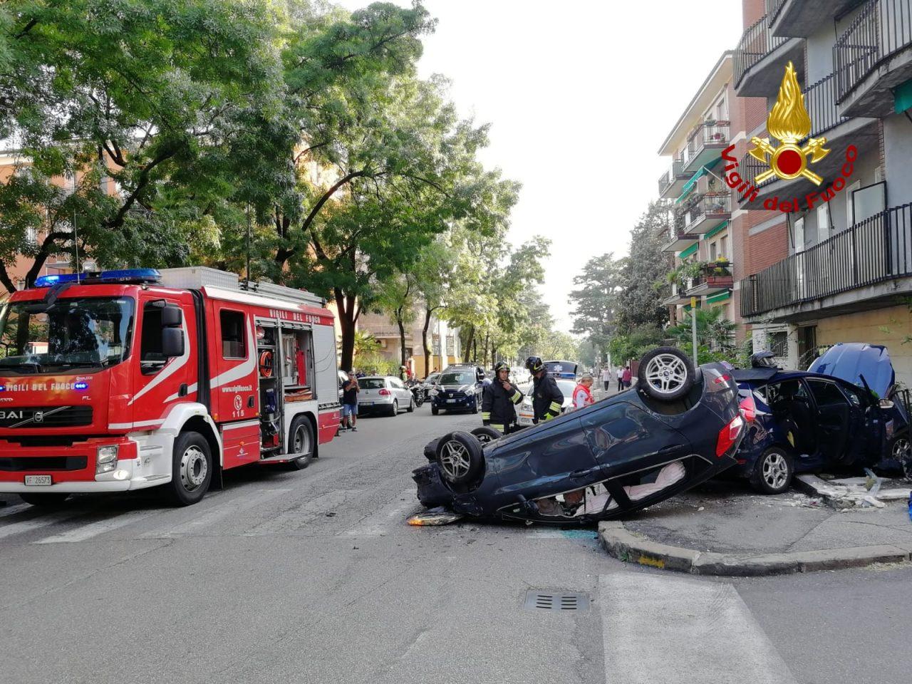 Incidente a Verona, auto ribaltata