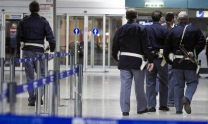 Documenti falsi in aereoporto e ordini di carcerazione pendenti