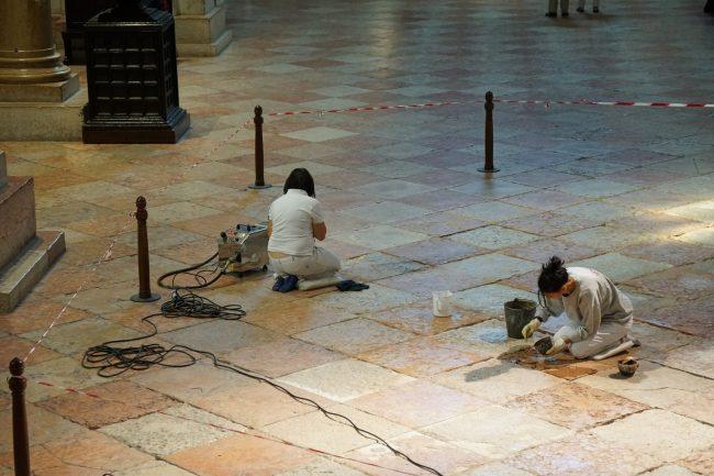 Basilica di San Zeno: il restauro. Finanziato dall'Associazione Chiese Vive,un'estesa porzione di conci che compongono la scacchiera dell'aula plebana è in restauro.