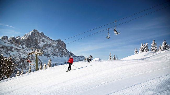Dolomiti pronte al cancelletto di partenza. Apre la stagione sciistica invernale nel Veneto.