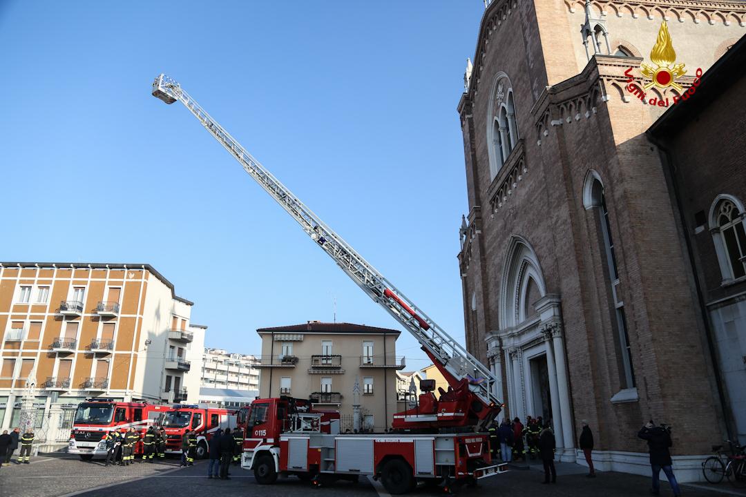 Verona, i vigili del fuoco festeggiano la loro patrona Santa Barbara IMMAGINI