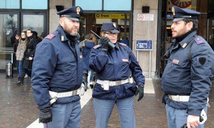 Viaggia senza biglietto e aggredisce gli agenti, arrestato 30enne