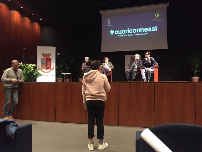 Cyberbullismo: #cuoriconnessi in Gran Guardia a Verona. Il docufilm a sostegno della campagna di sensibilizzazione itinerante della Polizia di Stato ha fatto tappa nel Comune scaligero coinvolgendo i giovani veronesi.