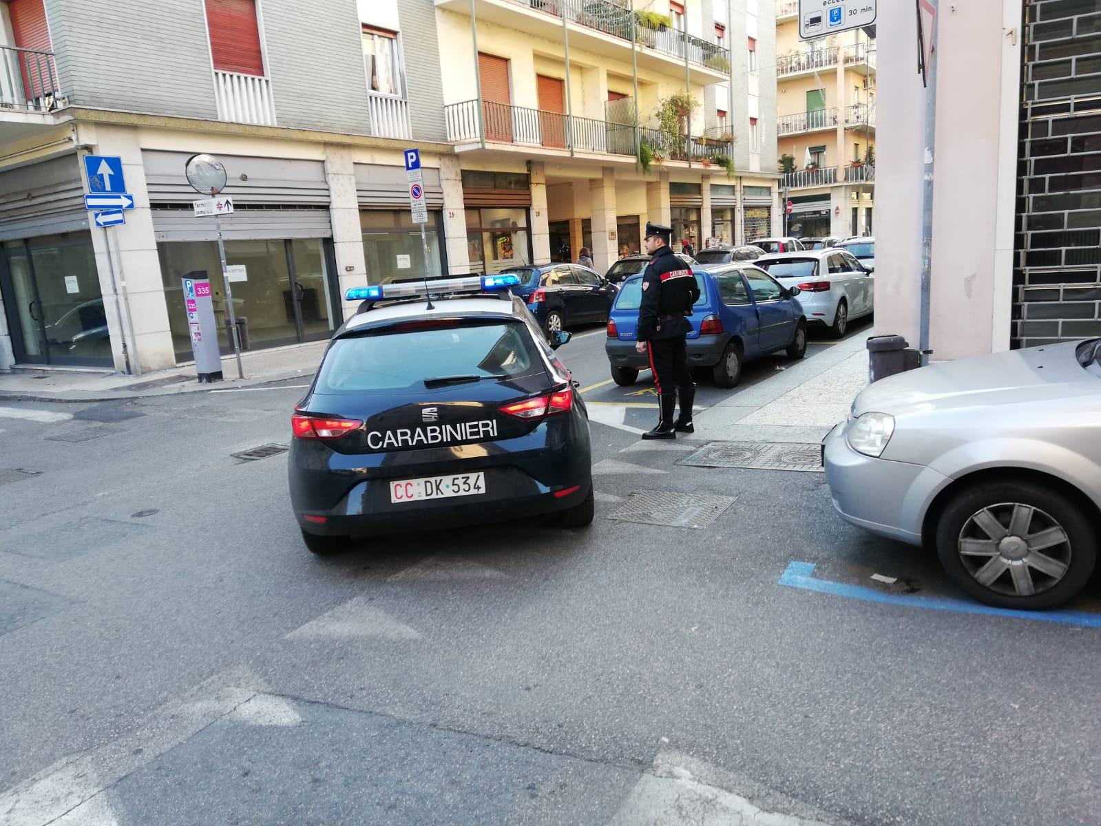 Giro di arresti a Verona in un solo giorno. I carabinieri hanno arrestato quattro persone in un solo giorno per violenza, detenzione di stupefacenti, oltraggio e resistenza a Pubblico Ufficiale e furto.