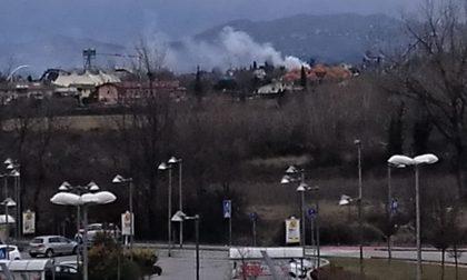 Colonna di fumo a Pacengo allarme tra i residenti